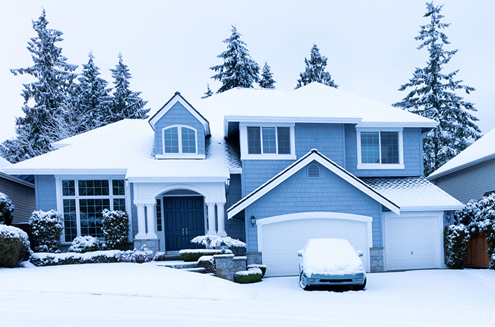 Roof-installation-during-the-winter-MI-home-improvement-contractors